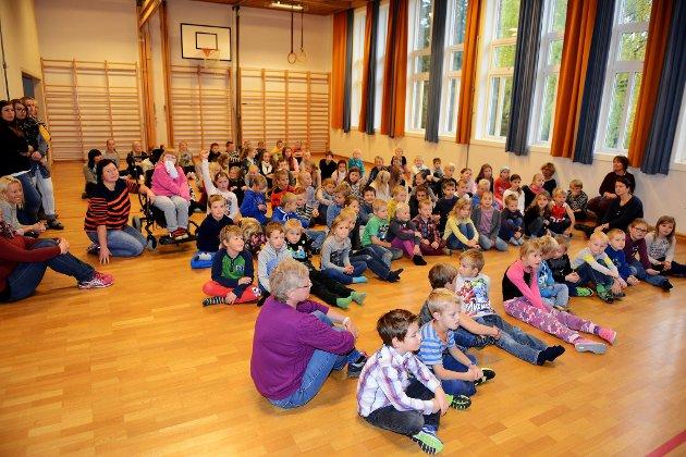 AKTIVITET: Stortinget har vedtatt at skoleelevene skal ha en time ekstra med aktivitet på skolen. Bildet viser elever på Harpefoss skole