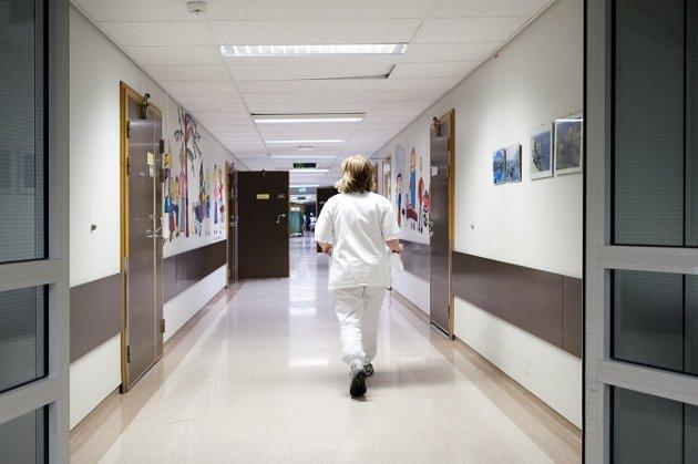 UTFORDRING: Hver fjerde vakt med sykepleier utføres på annet vis enn med sykepleier i tjeneste. Dette må myndighetene gjøre noe med.