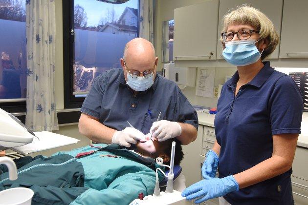 TANNHELSE: Yrkesseksjon helse og sosial er bekymret for manglende smittevernutstyr i tannhelsetjenesten, skriver Fagforbundet Innlandet. Foto: Knut Storvik
