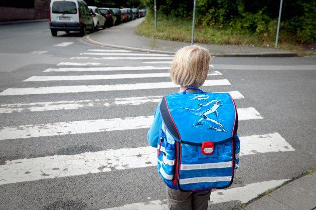 JENTER OG GUTTER: Forskningens manglende fokus på mobbing mellom gutter har alvorlige konsekvenser. For guttene driver også med skittent spill, skriver innsenderen.Illustrasjonsfoto