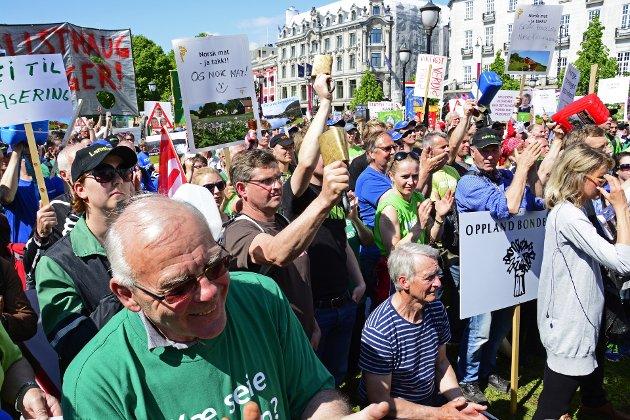 Bønder protesttog i Oslo, og uten for stortinget