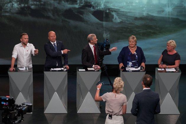 Arendal: Audun Lysbakken (SV), Trygve Slagsvold Vedum (Sp) og Jonas Gahr Støre (Ap) utfordrer Erna Solberg, (H) og Siv Jensen (Frp) under debatten i Arendal.