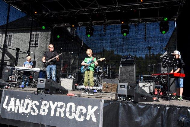 Unge rockere stod på scenen under Landsbyrock i Ringebu lørdag.