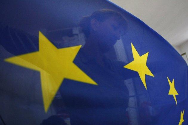 EU og EØS: Oppland Nei til EU imøteser en EU- og EØS-debatt velkommen. Det viktig for Norge å ta demokratiet tilbake, skriver innsenderne..