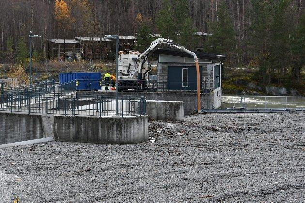 Glasopor ble vasket med flommen nedover Ottaelva. Her ved Eidefossen på Lalm.