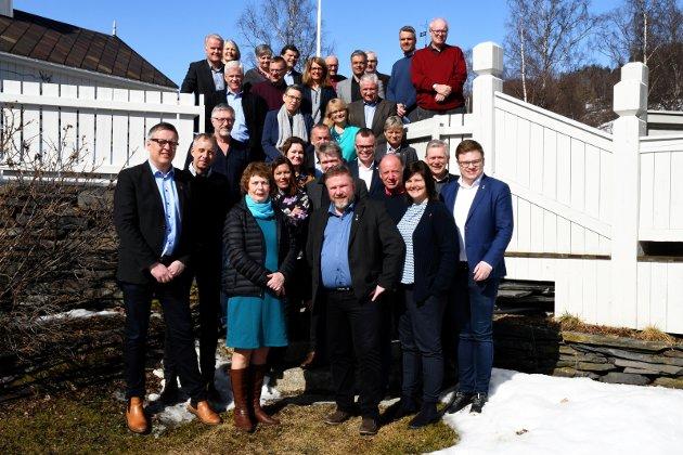 NYTT TING: Gudbrandsdalstinget debuterte på Dale-Gudbrands gard i april. Ordførere, rådmenn, fylkesordfører og representanter fra fylke og stat samles på nytt torsdag/fredag.