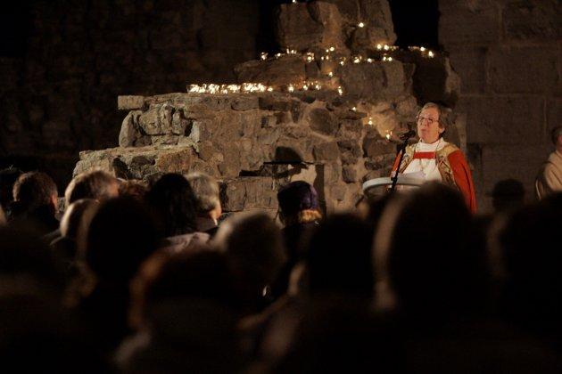 - Det var stemmer som snakket om at å få en kvinne som biskop ville føre til splittelse i Den norske kirke. Det som skjedde var heller at biskop Rosemarie Köhn ble et samlende symbol, skriver Solveig Fiske.