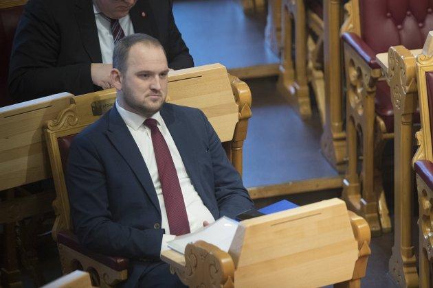 I KJENT SPOR: Regjeringen og Jon Georg Dale trosser Stortingets vedtak om jordbrukets utvikling.