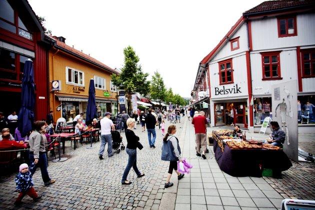 Storgata, Gågata, Stågata, Spasergata, - Lillehammers hjerte. Byens stolthet. Byens sæpreg. Vi vil ha det som det var ...