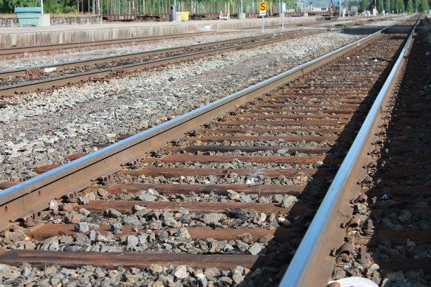 BRUTTE LØFTER: Fylkestingsrepresentant Bjørn Jarle Røberg-Larsen i Hedmark Arbeiderparti er skuffet over at regjeringen bryter jernbaneløftene til Ringsaker og Lillehammer.