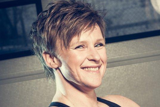 Anita Koot, styreleder Otta Handels- og Næringsforening Otta, mener fylkeskommunen må satse på yrkjesfagene på Otta, og ikke avvikle tilbudene.