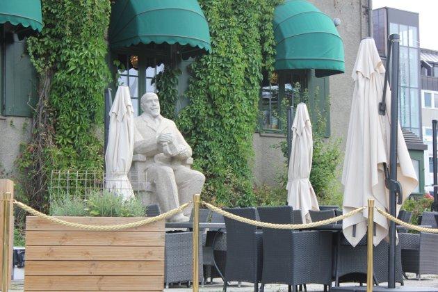 SANDVIG:  Å flytte Anders Sandvig-statuen fra Stortorget til Maihaugen, er ikke forankret hos oss det angår- byens befolkning. Det er også tvilsomt om det er en god ide, skriver innsenderen.