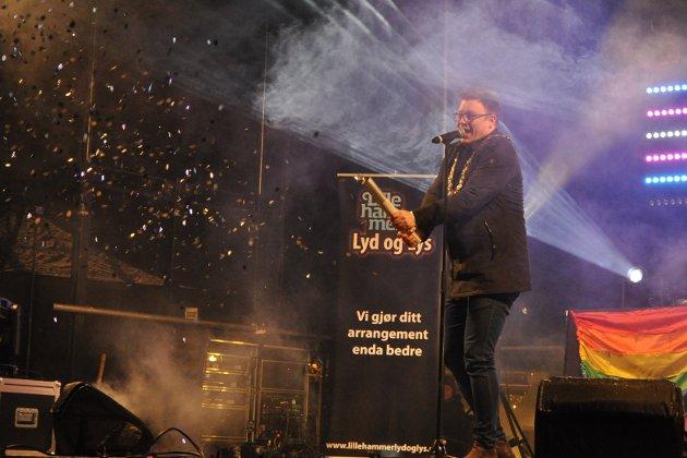 Fylkesordfører Even Aleksander Hagen åpnet Vinterpride med e glitrende salutt.