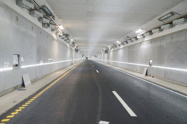 -  Har vi ikkje snart nok av tunnelar, nok av praktbygg og nok av ting vi eigentleg ikkje treng, spør Torgeir Garmo.