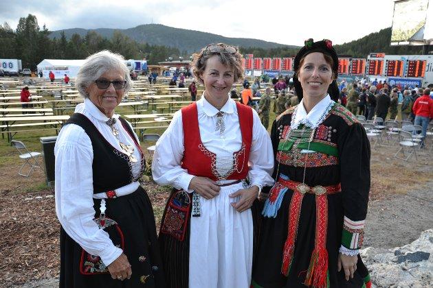 Disse flotte damene delte ut premier under premieseremonien.