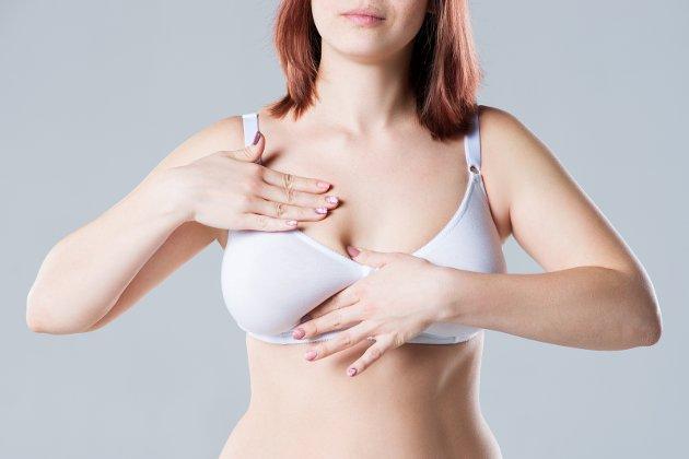VIKTIG: Både brystkreft og testikkelkreft kan oppdages tidlig dersom vi er flinke til å undersøke oss sjøl.Foto: Shutterstock