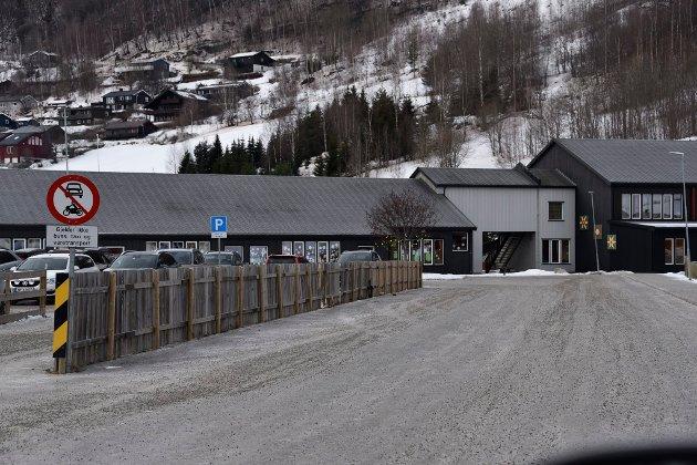 - Nå håper vi at administrativ og politisk ledelse samarbeider om å få bygd ny skole på Nyhusom, så snart som mulig, skriver Maj-Britt og Hans Svastuen.