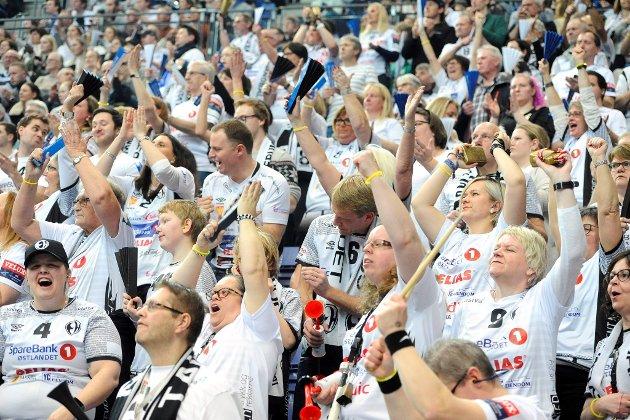 Elverum-jubel etter scoring i oppgjøret mot Flensburg.
