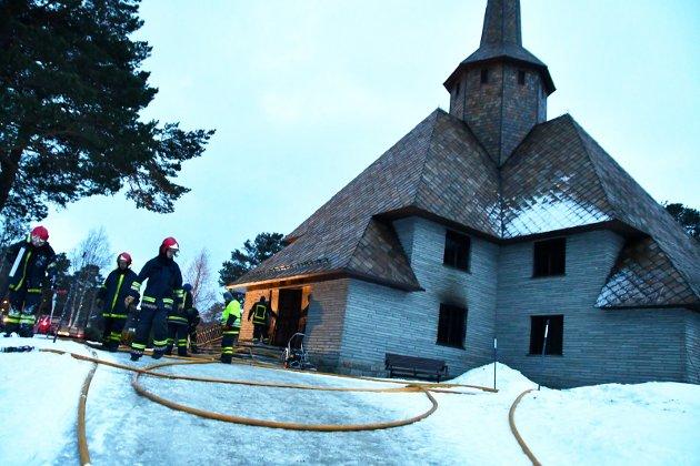 Dombås kyrkje, eit av fire praktbygg på Dombåsteikna av arkitektane Arntstein Arneberg og Magnus Poulsen.