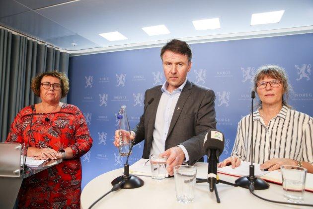 """SIGNAL: Forutsigbarhet for framtidig matproduksjon – også for en ny kurs? Nå skal Bondelagets Lars petter Bartnes, Småbrukarlagets Kjersti Hoff og landbruksminister Olaug Bollestad blir enige om en """"forenklet"""" avtale."""