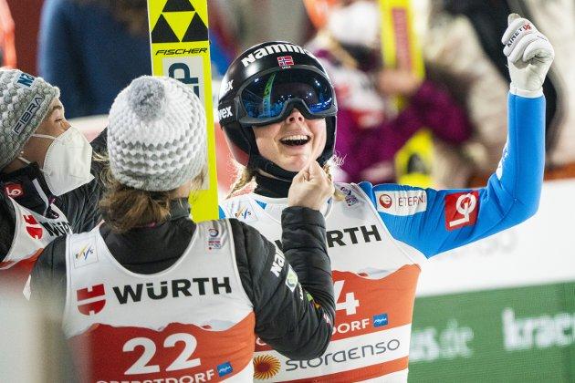 TIL TOPPS: Maren Lundby har hatt et strålende VM på ski, og reiser tilbake til Lillehammer med fire medaljer. I det første storbakke-VM for kvinner tok hun et velfortjent gull.Foto: Terje Pedersen/NTB