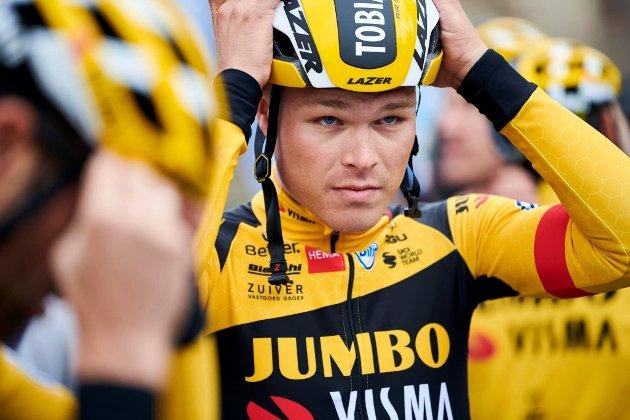 ENORM PRESTASJON: Tobias Foss har blitt lagt merke til av en hel sykkelverden de siste ukene. Han kan bli topp 10 i Giro d'Italia som 24-åring. Til sammenligning ble Chris Froome, senere mange ganger Tour de France-vinner, nummer 36 i samme ritt da han var 24.Foto: Team Jumbo-Visma