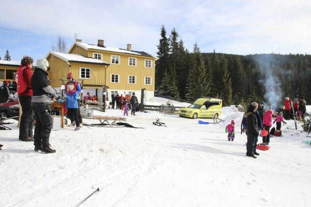 ENDELIG AKTIVITET: Tidenes første familiedag på Brovoll der en rekke lokale lag og foreninger utnyttet værforholdene og laget i stand noen opplevelsesrike timer for både mindre og større.