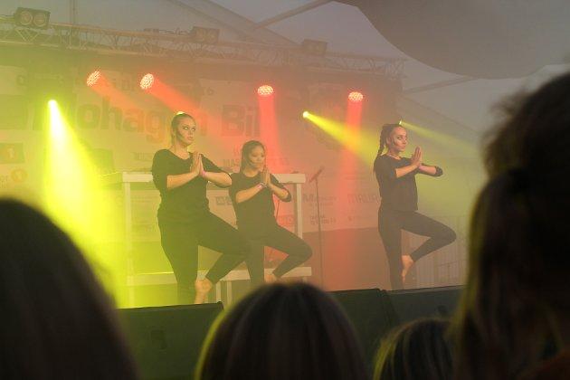 Det var god stemning når dansegruppa GoodWib opptrådte.