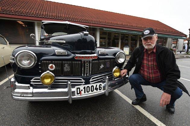 STRØKEN DRØM: Bjørn Davidsen fra Brandbu med sin praktfulle, nyinnkjøpte Ford Mercury 1946-modell.