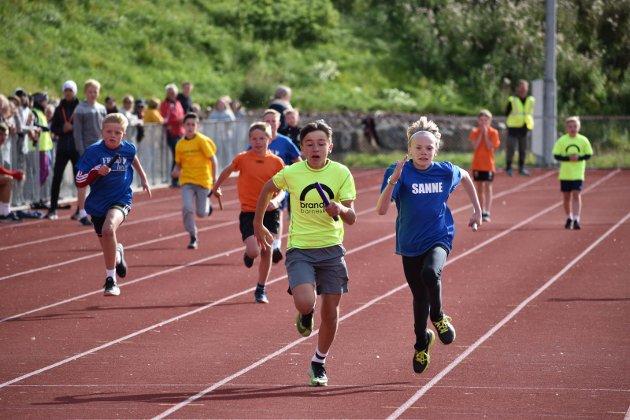 FRIIDRETT: Den kommmunale friidrettsdagen for barneskolene i Gran (5.-7. trinn) samlet over 400 deltakere og  mange tilskuere.