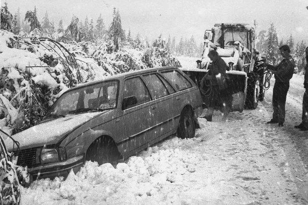 Rekordtidlig vinterkaos. Bildet er datert i Hadelands arkiver 7. september 1985.