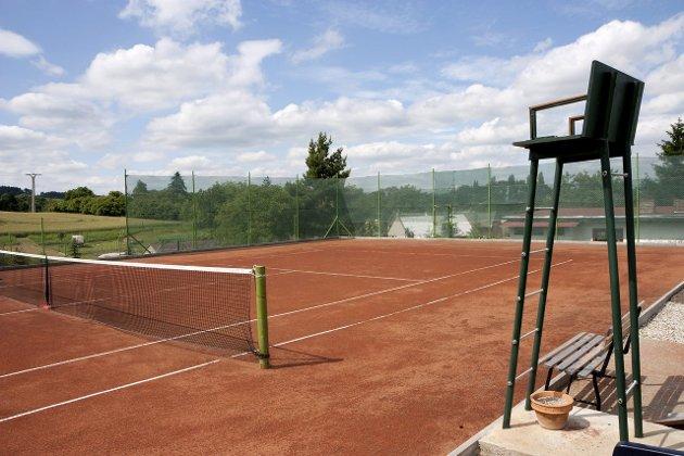 GODE OG DÅRLIGE MINNER: På en tennisbane på Jylland, nådde jeg bunnen som dårlig taper.