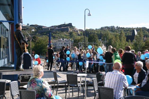 Frank Skovrand underholdt alle som møtte opp for å være med på reklamefilm for Tista senter. Senteret er nominert til Norges beste kjøpesenter.