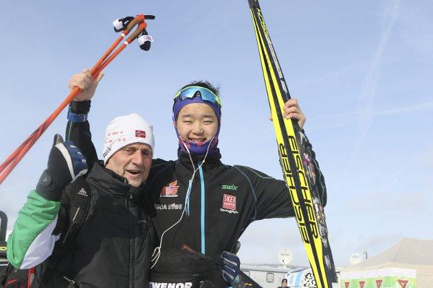 ET UNIKT GULL: Petter Stokkeland (th) kunne juble over et overraskende NM-gull sammen med TFL-trener Hans Lie.