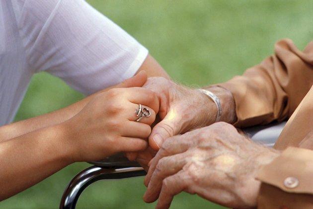 DEMENS: – Alle som er demenssyke, skal bli møtt med forståelse og respekt, skriver Malin Østli. Arkivfoto: HA