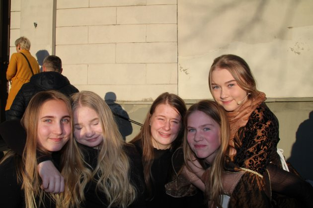 Julie Therese Sigvartsen (f.v), Vilde Rørmyr, Julie Lillestrand, Anna Svendsby, Christina Holst.