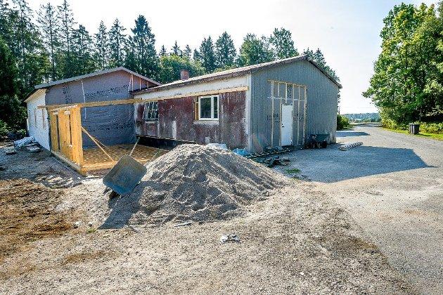 Foreningen har startet arbeidet med å bygge om garasjen uten å ha tillatelse fra kommunen.