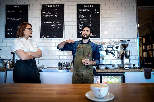 Professo kaffebar har hatt besøk av verdensmester i Latteart Cabell Tice.