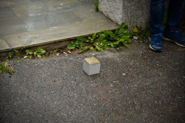 Tirsdag ble det lagt ned snublestein i Hamar til ære for Fritz Robert Mankiewicz, som døde i Hamar fengsel etter arrestasjon under andre verdenskrig. Her er Ordfører Morten Aspeli.