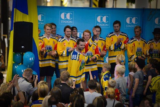 Mellom 500 og 1.000 personer møtte opp på CC Stadion når Storhamar Hockey holdt sitt kick-off og presenterte sine spillere foran sesongen 2015/2016.