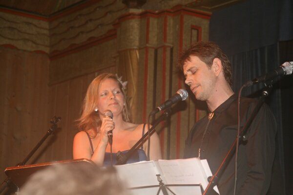 LIFT ME. Leif Einar Lothe i duett med Anna Maria Kråkevik i Madrugada-klassikeren. Sivert Høyem: Listen to this! i 2008.