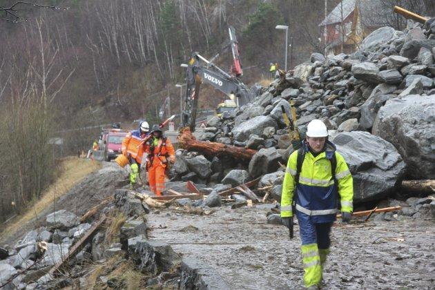 Stengt: På austsida, ved Skjelvik, gjekk det største raset i Indre Hardanger etter uvéret Dagmar.