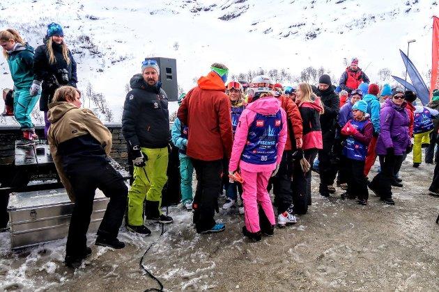 H.K.H. Kronprins Haakon var ein av dei som hadde tatt turen for å sjå på Røldal Freeride Junior.