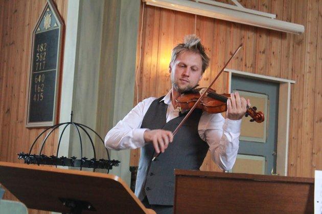 FIOLINIST. Leif Jone er også en meget dyktig fiolinist.