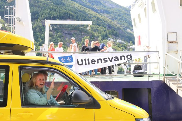 I Odda vart det besøk i Lothepus sin nye båt som var pynta med Ullensvang-banner.