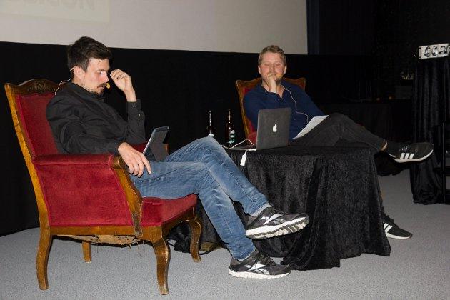 PODDKAST LIVE: Bjørn Henning Ødegaard (til venstre) og Fredrik Sjåstad Næss kjører Konspirasjonspodden live på Edda lørdag.