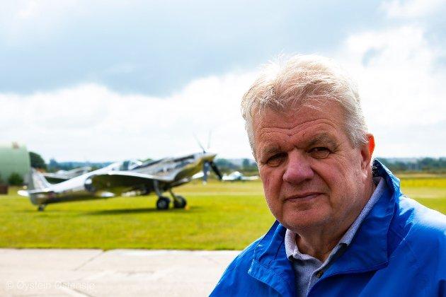 FLY-LIDENSKAP: Øystein Østensjø drar på ferie til flyplasser.
