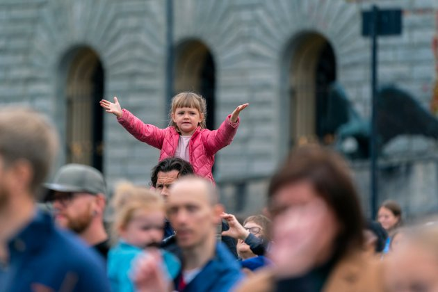 UNG FAN: Fiona Lothe Larsen (5) under Espen Fernando «Falito» Aarviks konsert på Rådhusplassen.