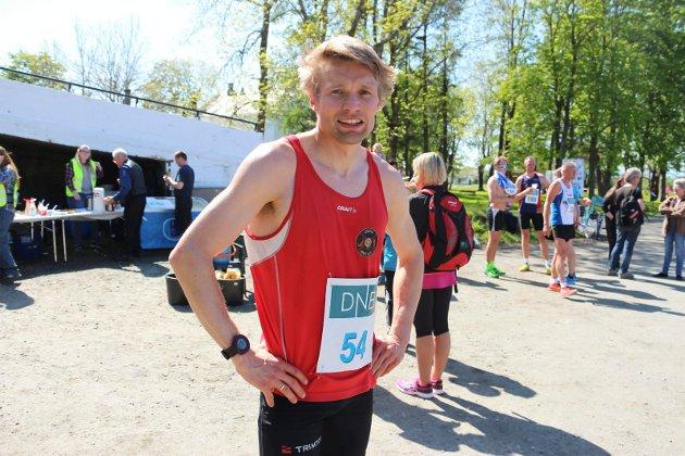 Alstahaug maraton 2016. Vinner av halvmaraton, Lasse Blom fra Sømna. Lasse var helt suveren, og han var også nært rekorden på halvmaraton med sin tid 1.10.26.