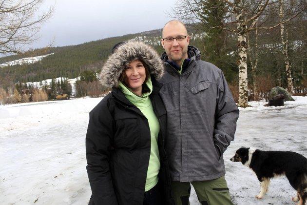 Simonas Drejeris og Loreta Drejere fra Litauen har kjøpt Kvalpskarmo gård i Susendal